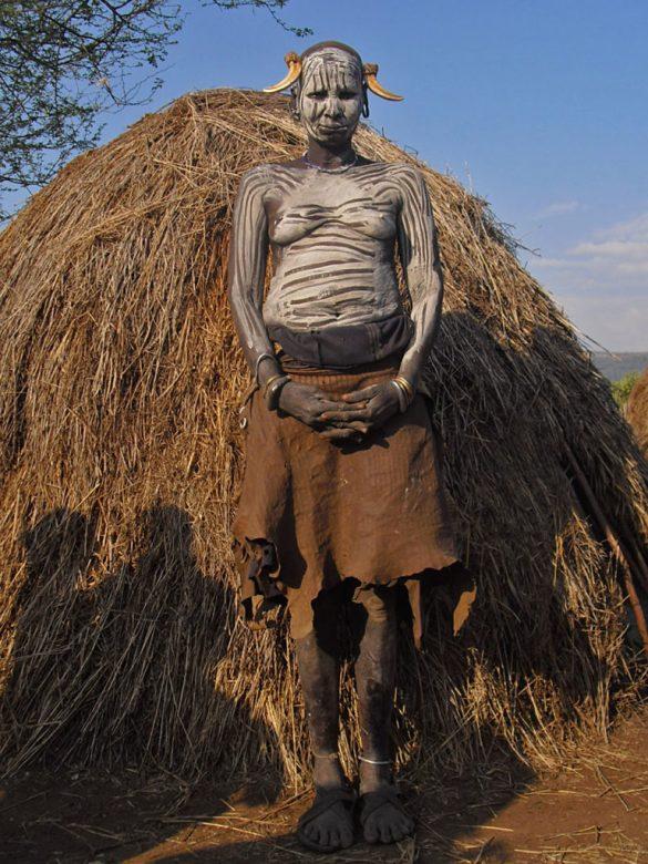 Mursi-donna-anziana-Omo Valley-Etiopia-Africa