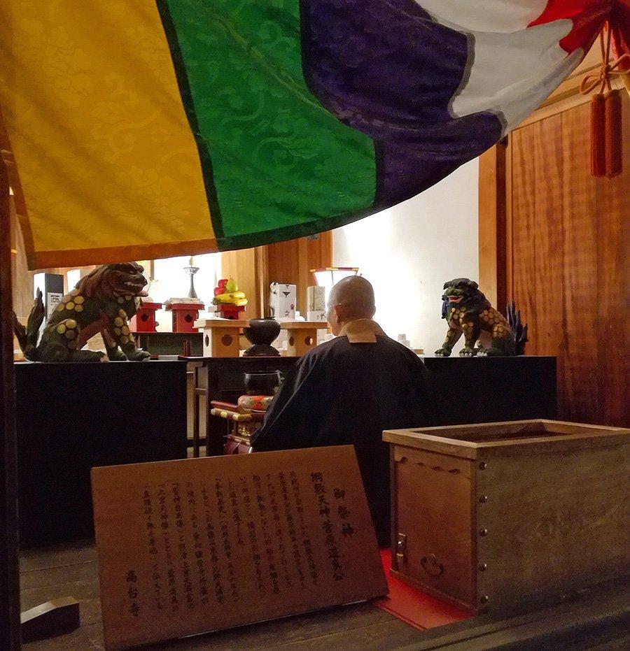 momento-meditazione-Capodanno-Giappone-Kyoto-Ja