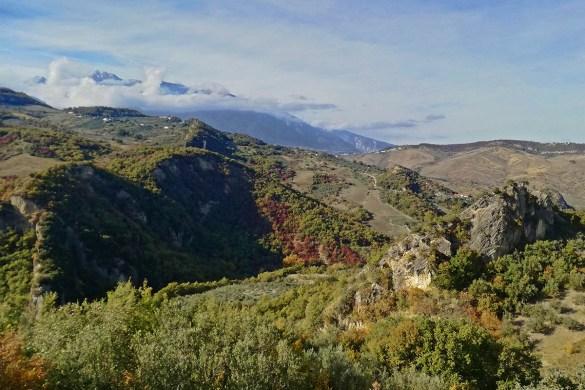 veduta-da-Roccascalegna-castello-di-roccascalegna-Abruzzo-Italia-Italy-Roccascalegna