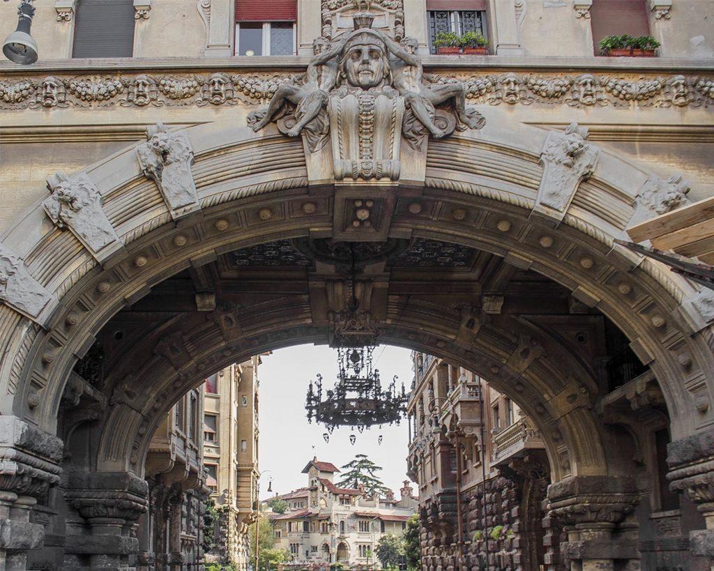 arco di coppedè-quartiere coppedè- coppedè-Roma-Italia-italy-Europe