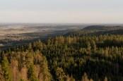 Lite längre upp, vid Rusakulans utsiktsplats ser man långt ut över skogar och slätter.