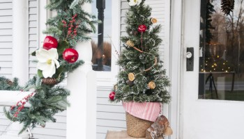 fresh colonial christmas porch