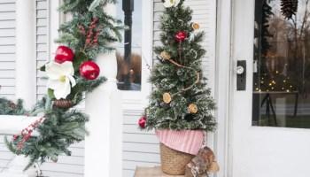 fresh colonial christmas porch