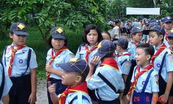 kids in scout uniforms waiting in line