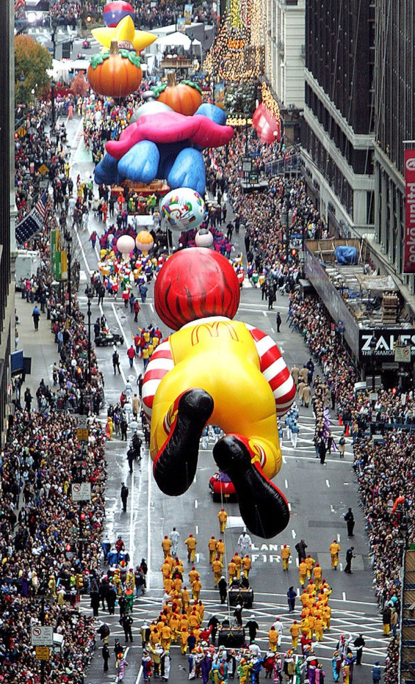 Macys Thanksgiving Day Parade - Earn The Necklace