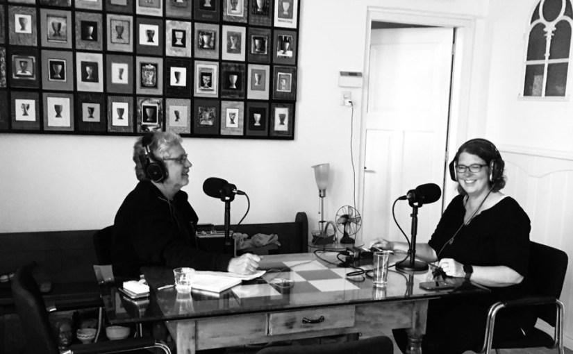Podcast 'Dwarstrekkers' met drieluik over Earth and Fire
