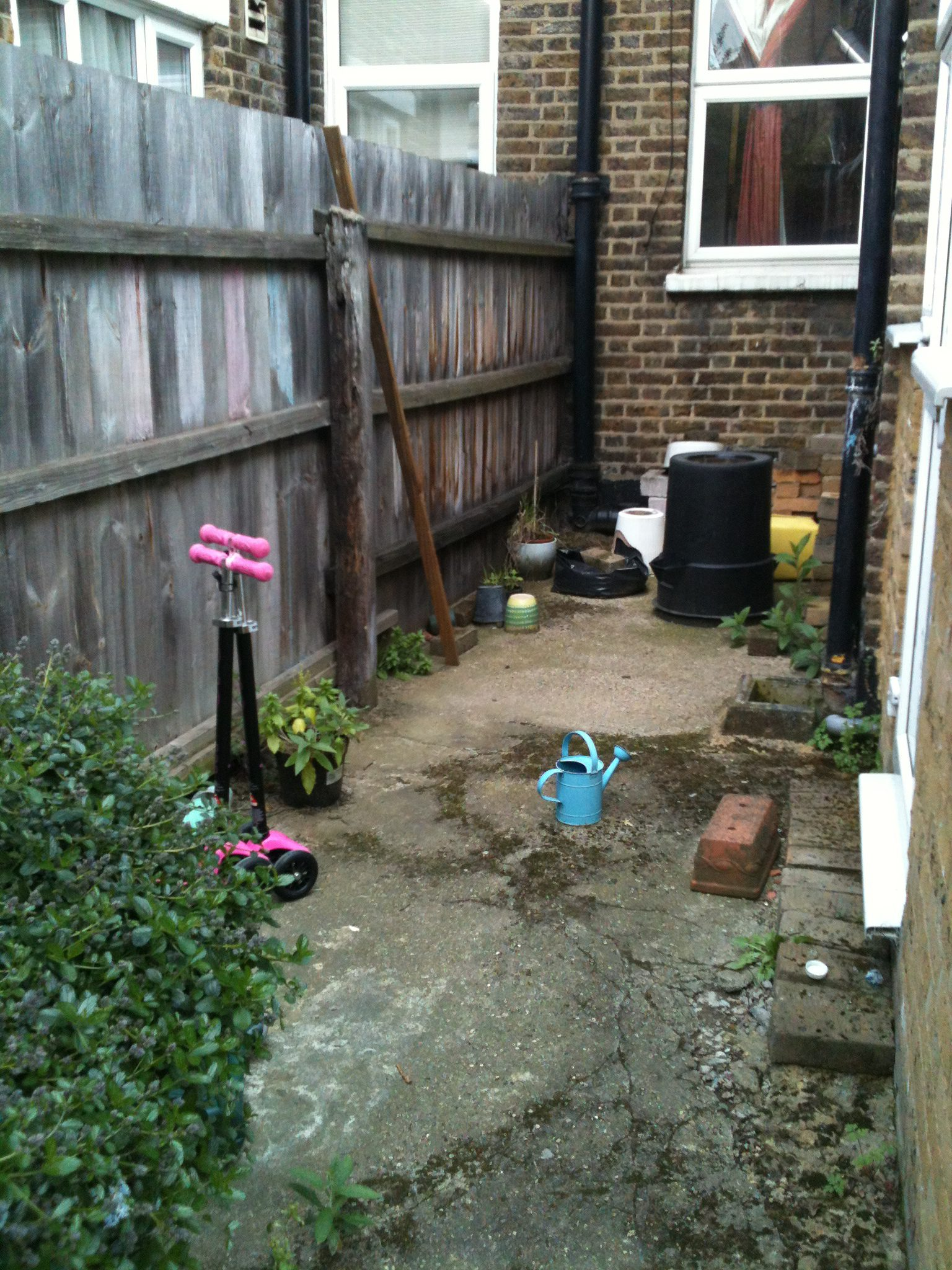 Small Garden Design on a budget - Walthamstow garden packs ... on Backyard Patio Layout id=31878