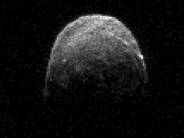 Large asteroid captured by radar passing close to Earth ...