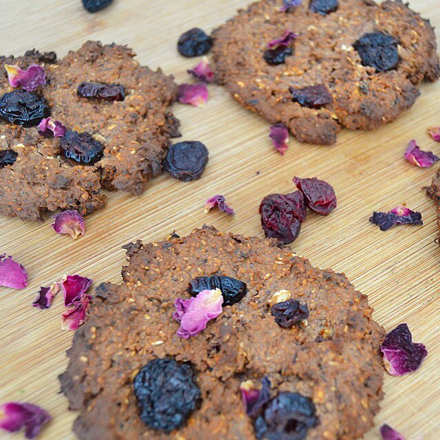 Crunchy Munch-Me Vegan Oat & Berry Cookies
