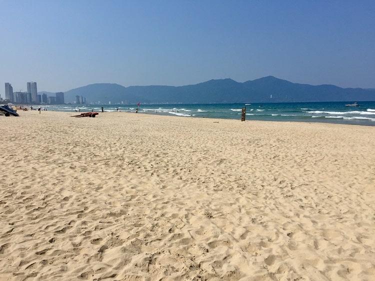 The wiide beach in Danang
