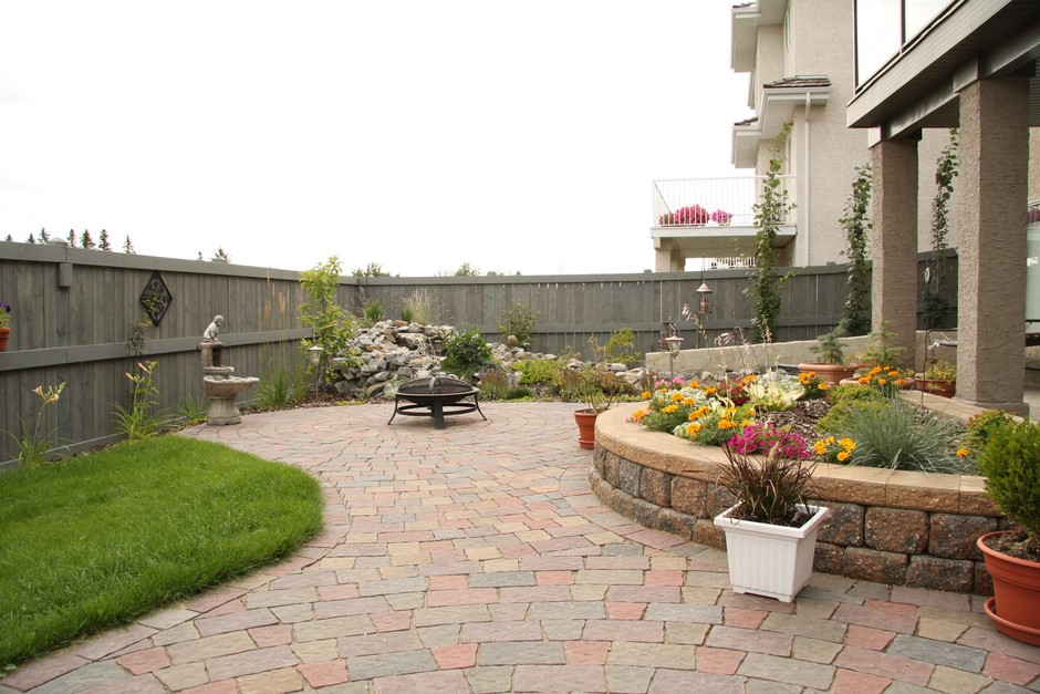 Small Yard Landscaping: Earthworm Landscape Design Co. on Small Backyard Landscaping  id=79857