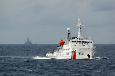 A Chinese Coast Guard vessel passes near the Chinese oil rig, Haiyang Shi You 981 in the South China Sea, 13 June 2014 (Photo: Reuters/Nguyen Minh).