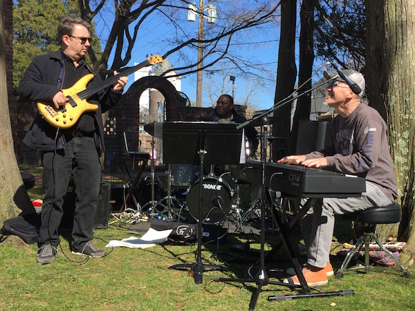 """World Music trio Son Mundial (Steve Shaughnessy, Rodney Harris and Bill Smith) at """"Earth Days"""""""