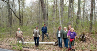 Andrew (Andy) Duffy, Louise Harrison, Holly Sanford, Cassie Kanz, Isabelle Kanz, Phoebe Faint and Oliver Faint at the new Soundview Avenue Preserve