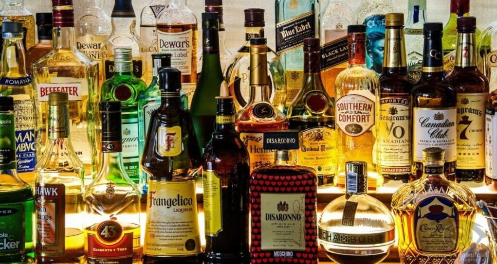 Crowding at liquor shops- A blow to social distancing norms