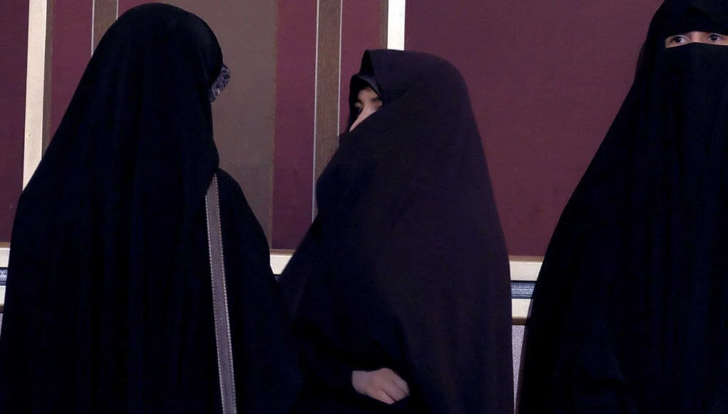 Iranian beheads wife honor killing