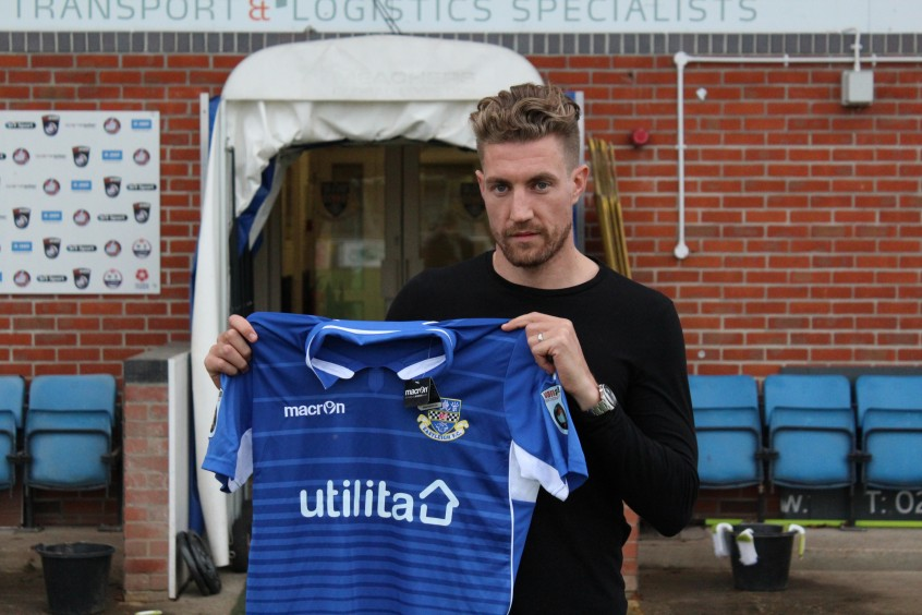 Eastleigh sign Heslop on loan