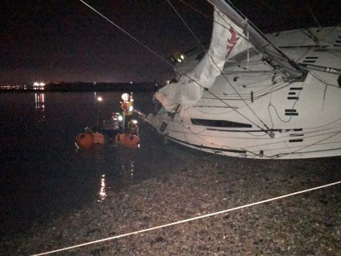 boxing day launch for calshot rnli continues into the early hours