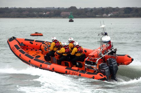 Lifeboat in Xmas Hamble Yacht rescue