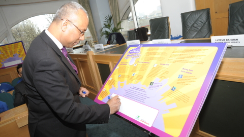 Mayor Lutfur Rahman signing the Child Rights Charter. Pic: Tower Hamlets council