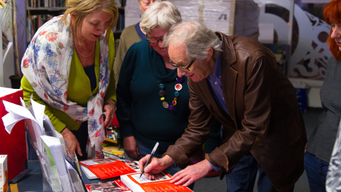 """Ken Loach signed signature on the book """"Written report of the Lewisham People's Commission"""""""
