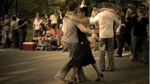 Tango Dancing Pic: MC SimonE