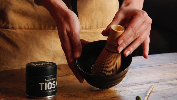 A 'tearista brewing organic matcha. Pic; Natasha Kelly at Tiosk.