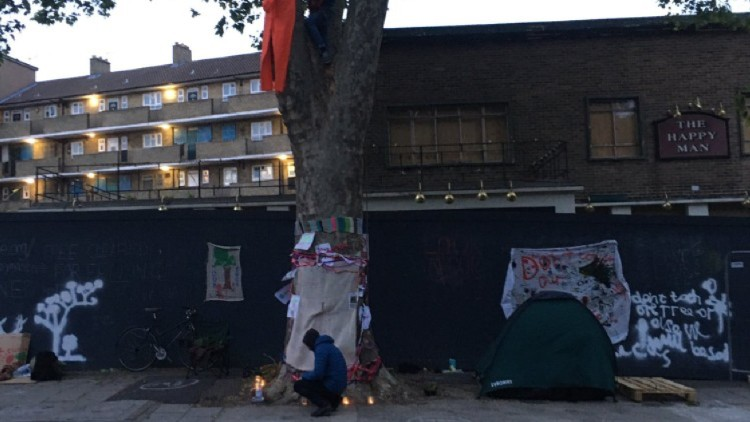 Protesters by The Happy Man Tree. Picture: Twitter @happymantree
