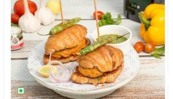 Croissant vada pav