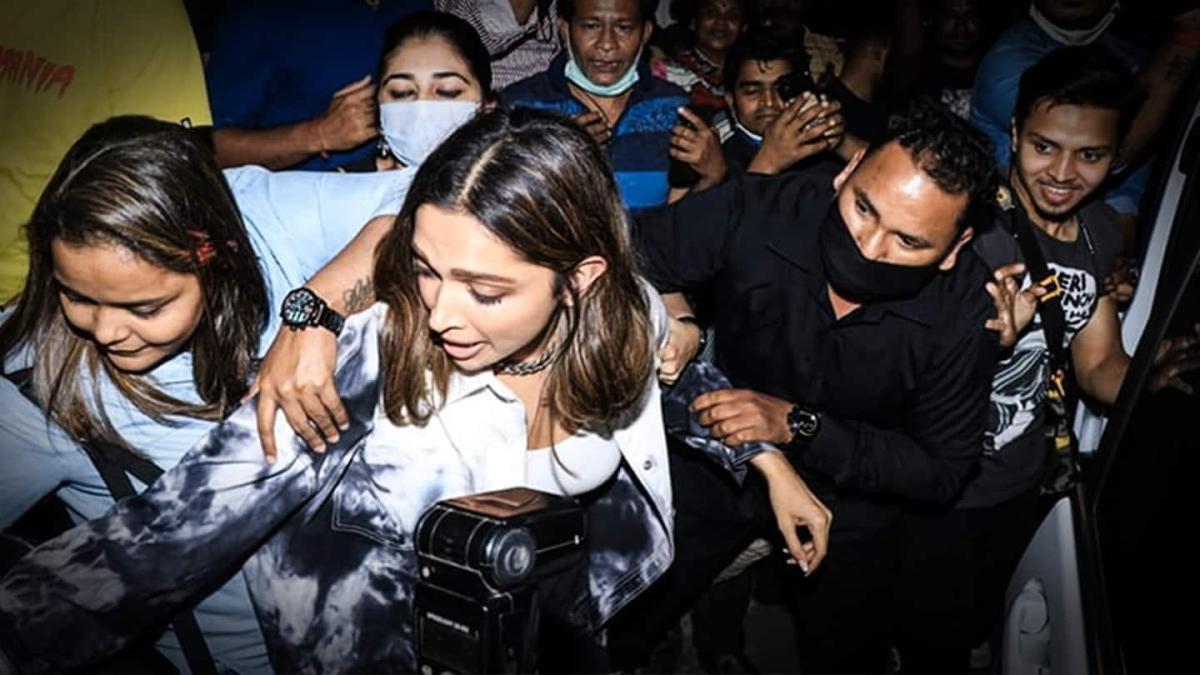Deepika Padukone manhandled in Mumbai