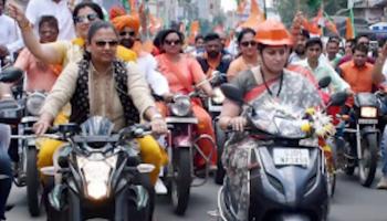 Smriti Irani's scooter ride in Kolkata