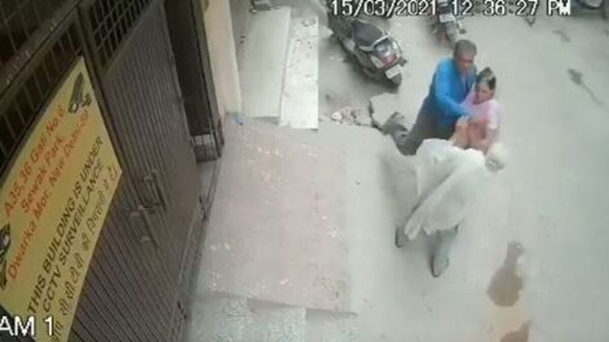 elderly woman died in Delhi after being slapped by son