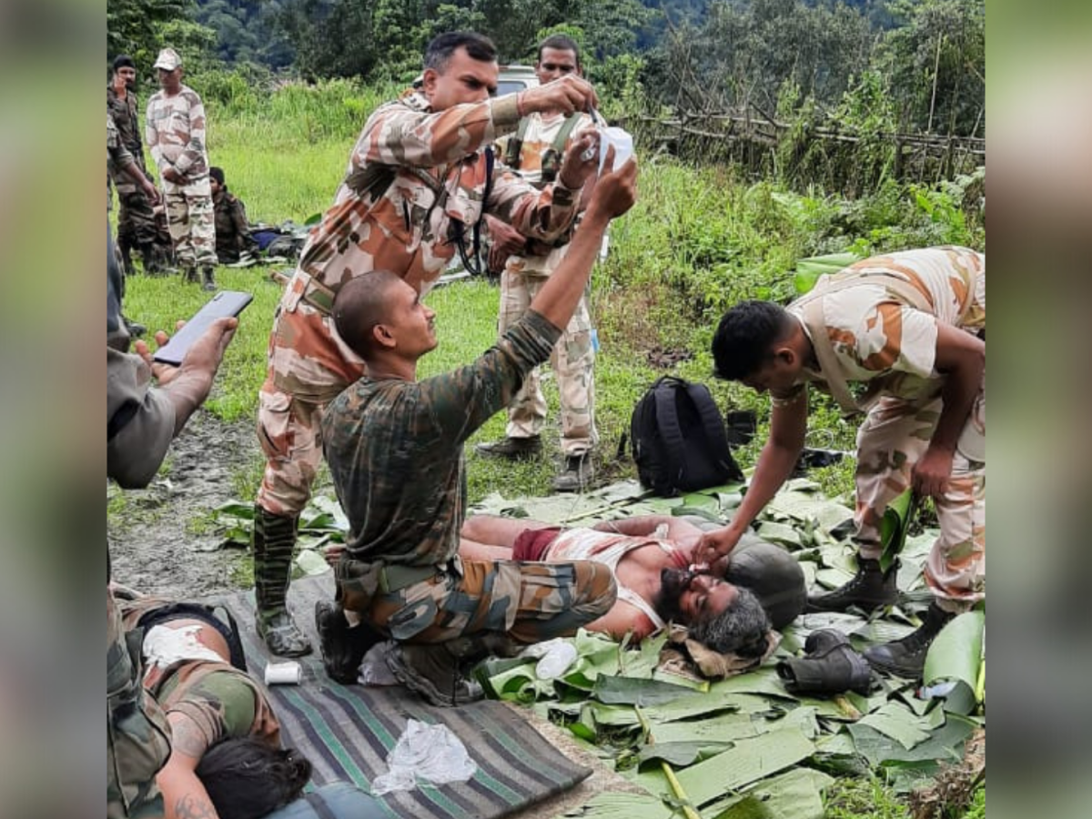 ITBP Vet Officer provides emergency care to crashed Army troops