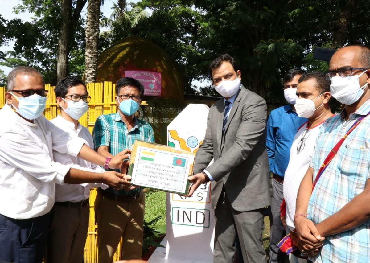 Tripura CM sends queen pineapple as return gift to Bangladesh PM Sheikh Hasina