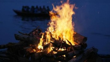 Elderly man jumps into wife's funeral pyre in Odisha, dies