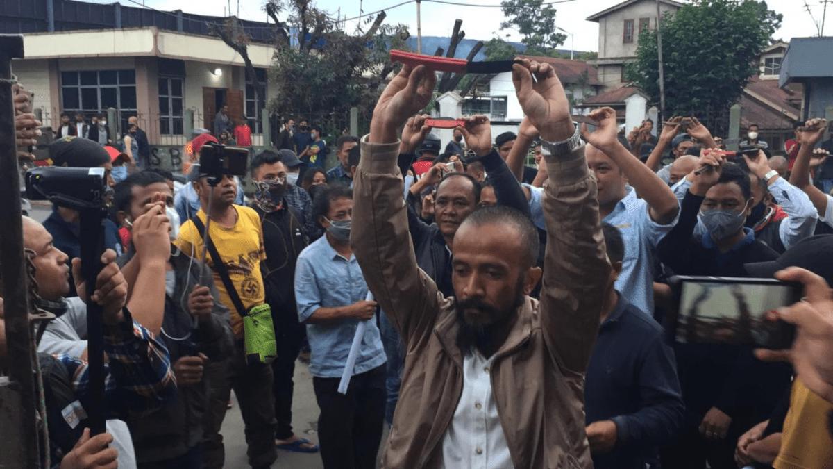 Meghalaya: Mawlai protesters surrender 'tari' to demand justice