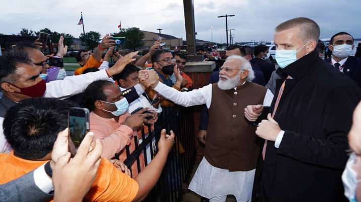 Modi meets leading American CEOs; encourages them to invest in India