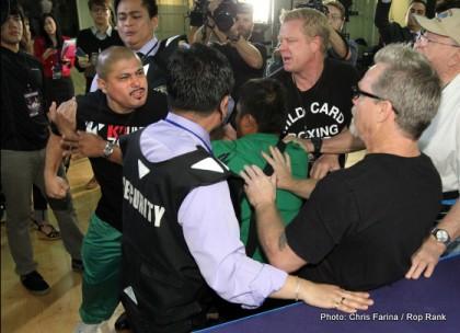 Pacquiao_Rios_teams battle_131120_003a