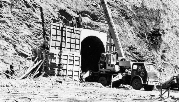 Construction south entrance Arkhoti tunnel (1987)