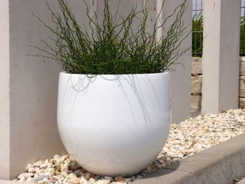 blumenkübel weiß blumenk�bel yoko aus fiberglas in hochglanz wei�