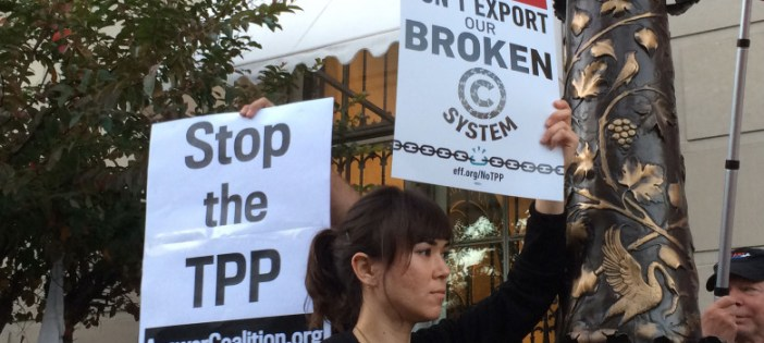 Anti-TPP-protest-at-Washington-D.C.-Chamber-of-Commerce