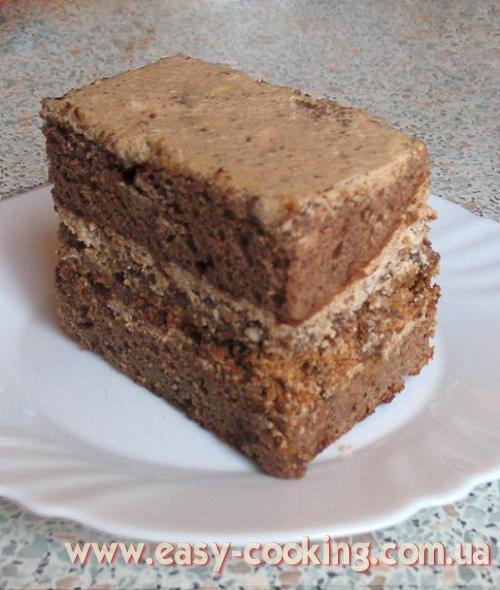Шоколадный торт с кофейным кремом и безе