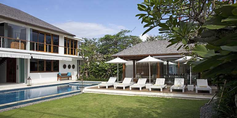 lawn-and-pool