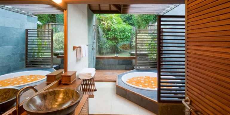 Bali-Bali-One-–-Master-bathroom