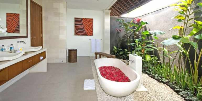 Villa-Sad-Bathroom1