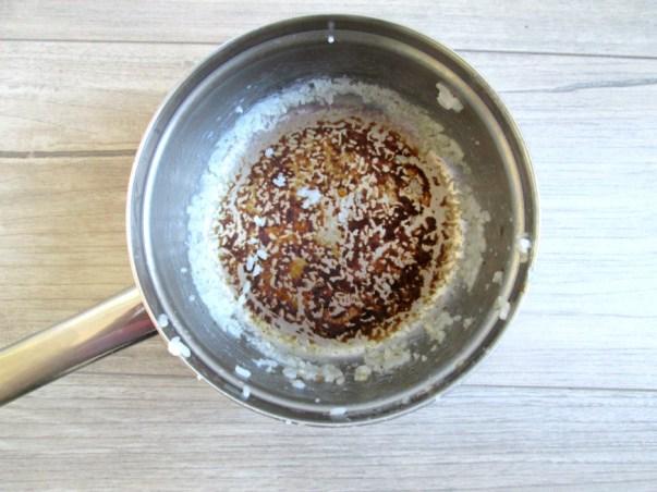 hoe maak je een aangekoekte pan schoon