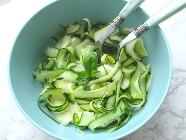 courgette komkommer salade