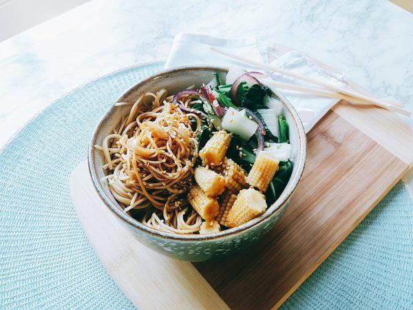 noodles met teriyaki saus