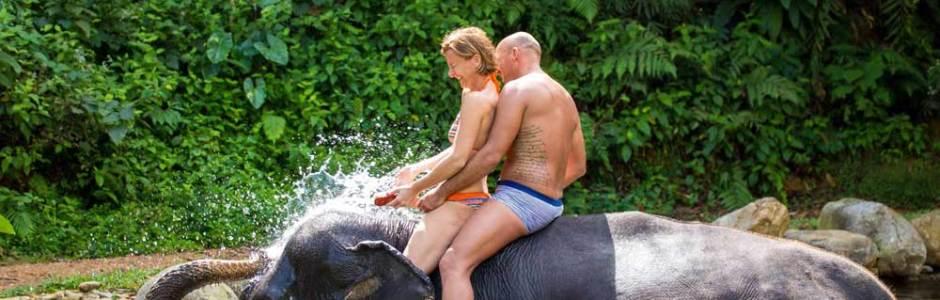 Elefantenreiten und Baden Ausflug