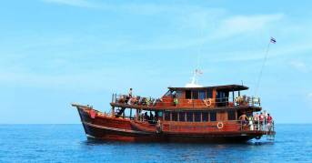 Khao Lak Cruises - Day Tour Boat